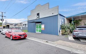 AIR CONDITIONED SHOWROOM - APPROX 216m2 - CENTRAL BISINESS DISTRICT LOCATION - REAR LANE ACCESS.