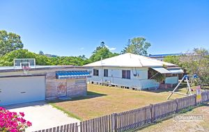 PRICE REDUCED TO - 4249,000 - SPACIOUS LOW SET 3 BEDROOM HOME - LARGE SHED ( approx 87m2 )  on 3 LOTS WITH A TOTAL LAND AREA OF 1632m2