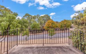 30.78 METRE WIDE FRONTAGE OVERLOOKING LOCHIEL PARK & THE EXTENSION OF THE LOVELY LINEAR PARK WALKING TRAILS ON A CORNER LOT & A 3 BEDROOM FAMILY HOME