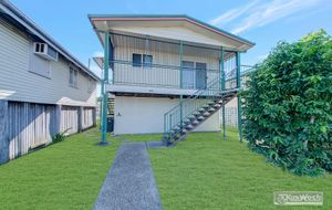 MODERN HOME INNER CITY LOCATION - 3 BEDROOMS - FENCED REAR ACCESS
