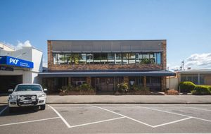 FIRST FLOOR OFFICE - WELL AIR CONDITIONED - EXCELLENT FIT OUT - APPROX 170m2 - PRIME EAST ST LOCATION.