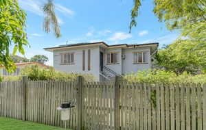 EXTRA LARGE  3 BEDROOM HOME. 809m2 ALLOTMENT. SIDE ACCESS. FABULOUS LOCATION IN PARK AVENUE.