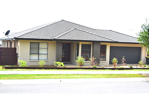 MODERN, STYLISH HOME IN A QUIET PART OF MOGGILL