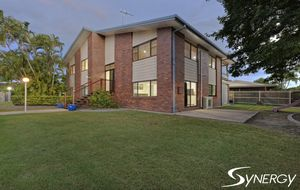 IMMACULATE SUPER SIZED FAMILY HOME