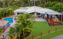 Resort Style Luxury 5 Bedroom home located in 'Blue Chip' area of the Sunshine Coast