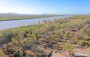 39.71 HA of PRIME RURAL LAND WITH FITZROY RIVER FRONTAGE AND ONLY (approx) 9 KLMS FROM THE ROCKHAMPTON CBD