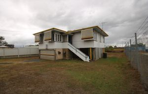 $185,000 3 BEDROOM HOUSE . 809m2. ZONED COMMERCIAL .