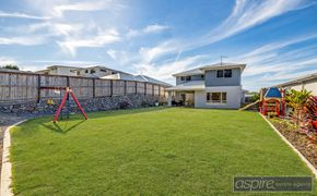 *** EXQUISITE SPACIOUS & ELEGANT MANSION BOASTING SENSATIONAL ELEVATED VIEWS OVER WATER AND A TRANQUIL BACKDROP TO BUSH.***