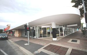 MODERN SHOP ON WHAT IS POSSIBLY THE MOST VISIBLE CORNER IN THE CENTRAL BUSINESS DISTRICT - 2500M2 OF ROOF TOP CAR PARK.