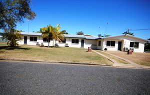RENOVATED SPACIOUS 2 BEDROOM BESSER BLOCK AIR CONDITIONED GROUND FLOOR  UNIT WITH A LOCKUP GARAGE.