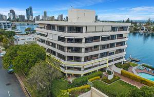 Spacious Waterfront Apartment