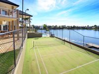 UNRIVALLED POINT POSITION - EXCEPTIONAL LIFESTYLE !