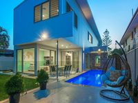 UNDER CONTRACT PRIOR TO AUCTION - CONTEMPORARY STATEMENT ON ISLE OF CAPRI PARKFRONT