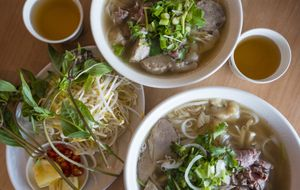 Busy PHO Rolls Business: city fringe / near hospital - fully staffed under management